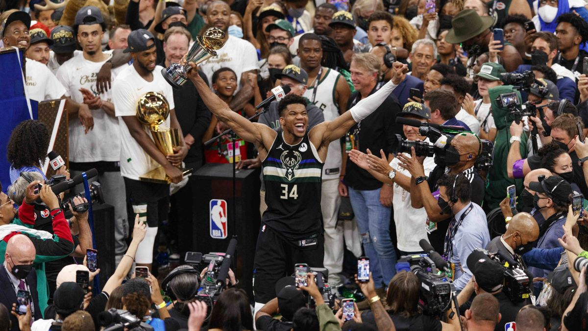Giannis-is-already-a-legend:-colossal-game-and-historic-ring-for-Milwaukee-Bucks