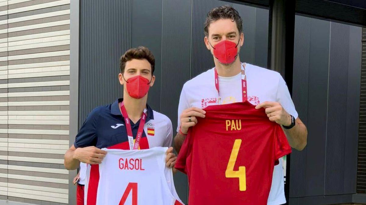 The-Pau-of-Spain-exchange-shirts