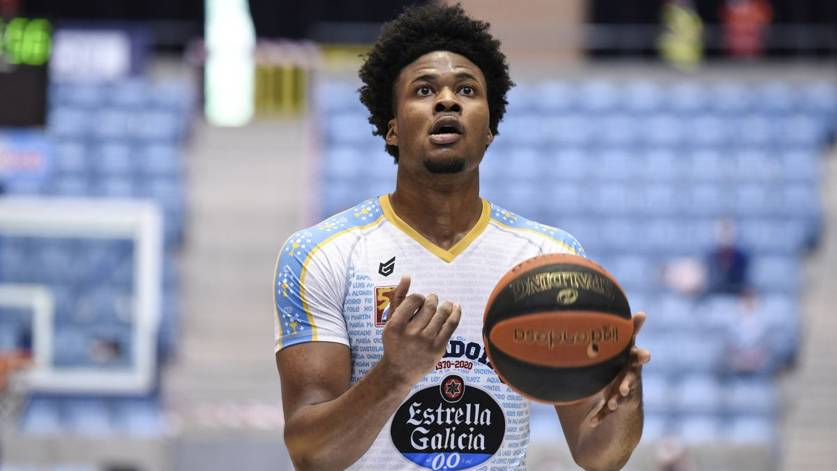 Enoch-completes-the-Baskonia