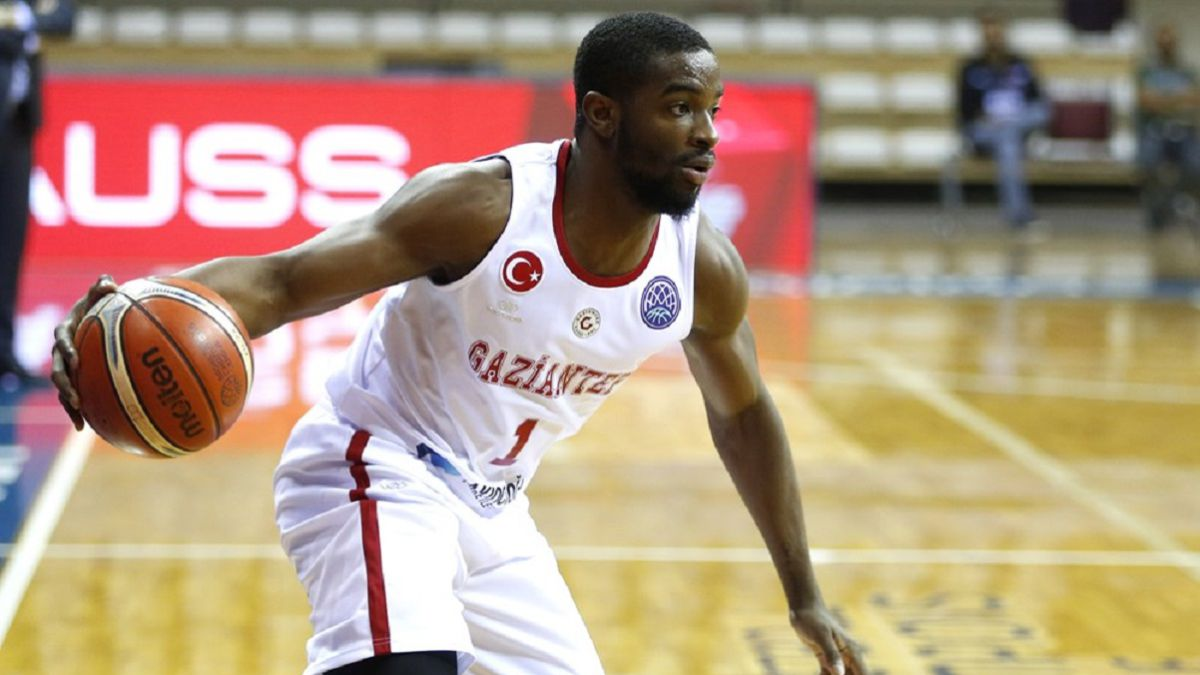Sean-Armand-joins-the-new-Fuenlabrada-squad