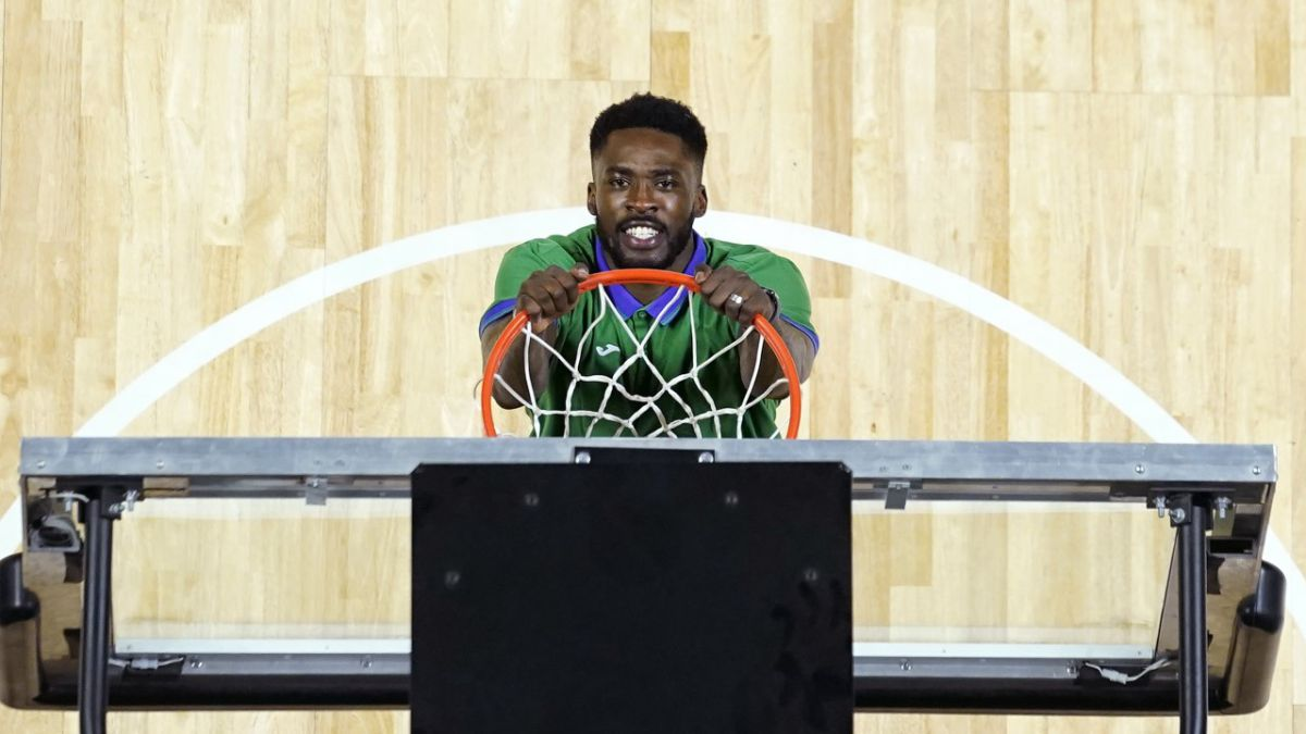 Michael-Eric-presented-and-Edgar-Vicedo-trains-with-Unicaja
