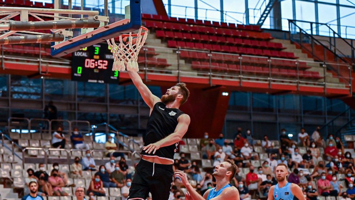 Breogán-makes-its-debut-with-forcefulness-against-a-depleted-Bilbao-Basket