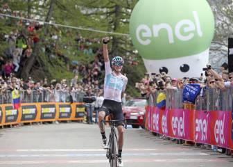 Froome revienta el Giro: triunfo y líder en un etapón histórico