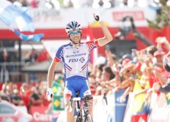 Simon Yates se defiende al ataque y ya acaricia la Vuelta