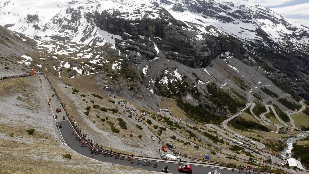The-possible-tracks-of-the-Giro-2020:-Agnello-Izoard-Stelvio-...