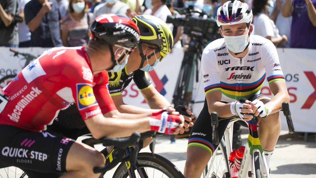 The-UCI-approves-the-2021-calendar-with-its-historical-dates