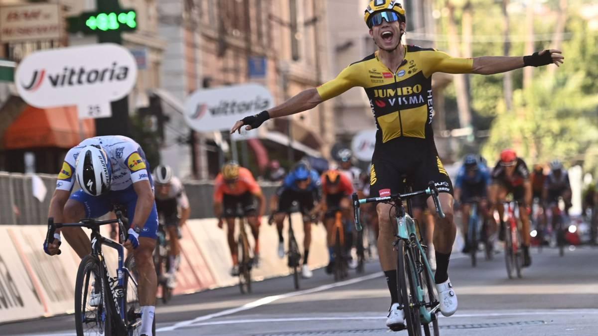 The-phenomenon-Van-Aert-beats-Alaphilippe-and-wins-San-Remo