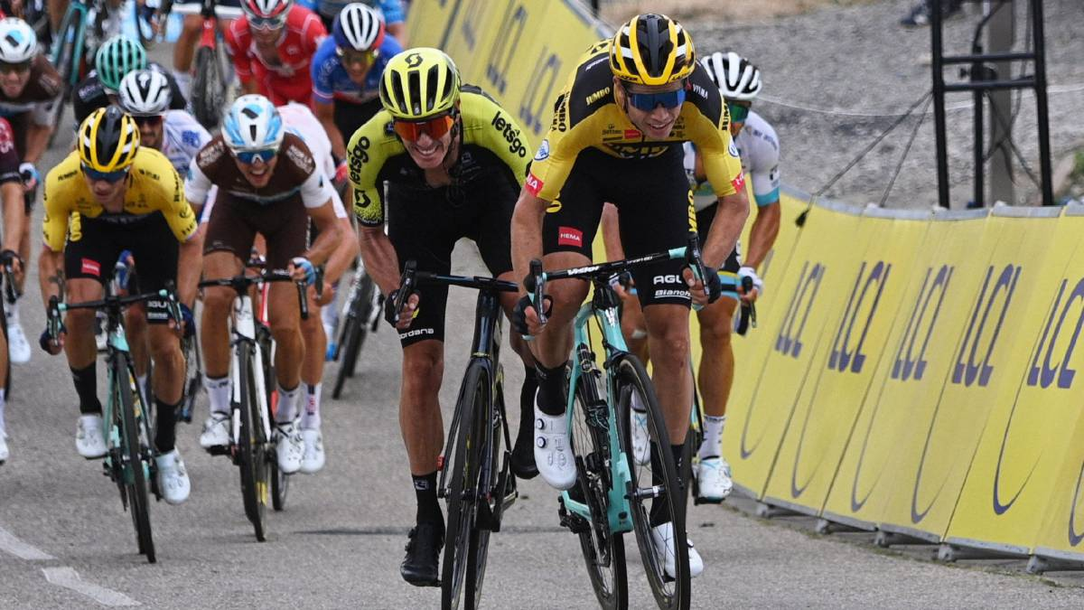 Nobody-can-with-Van-Aert-in-the-first-assault-of-the-Dauphiné