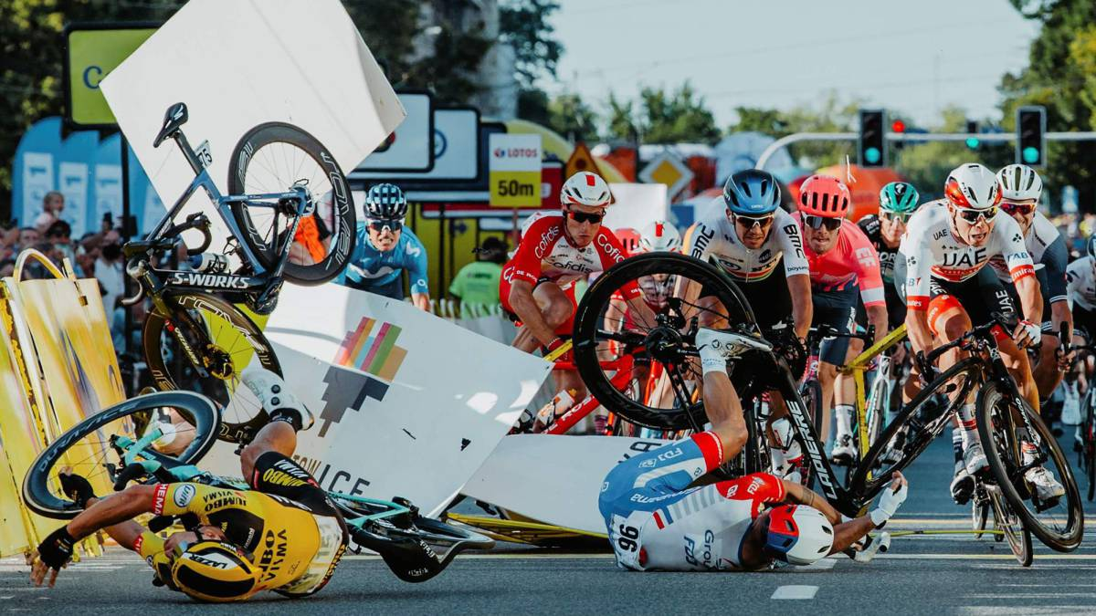 The-UCI-takes-a-step-forward-and-announces-more-safety-measures-for-cyclists