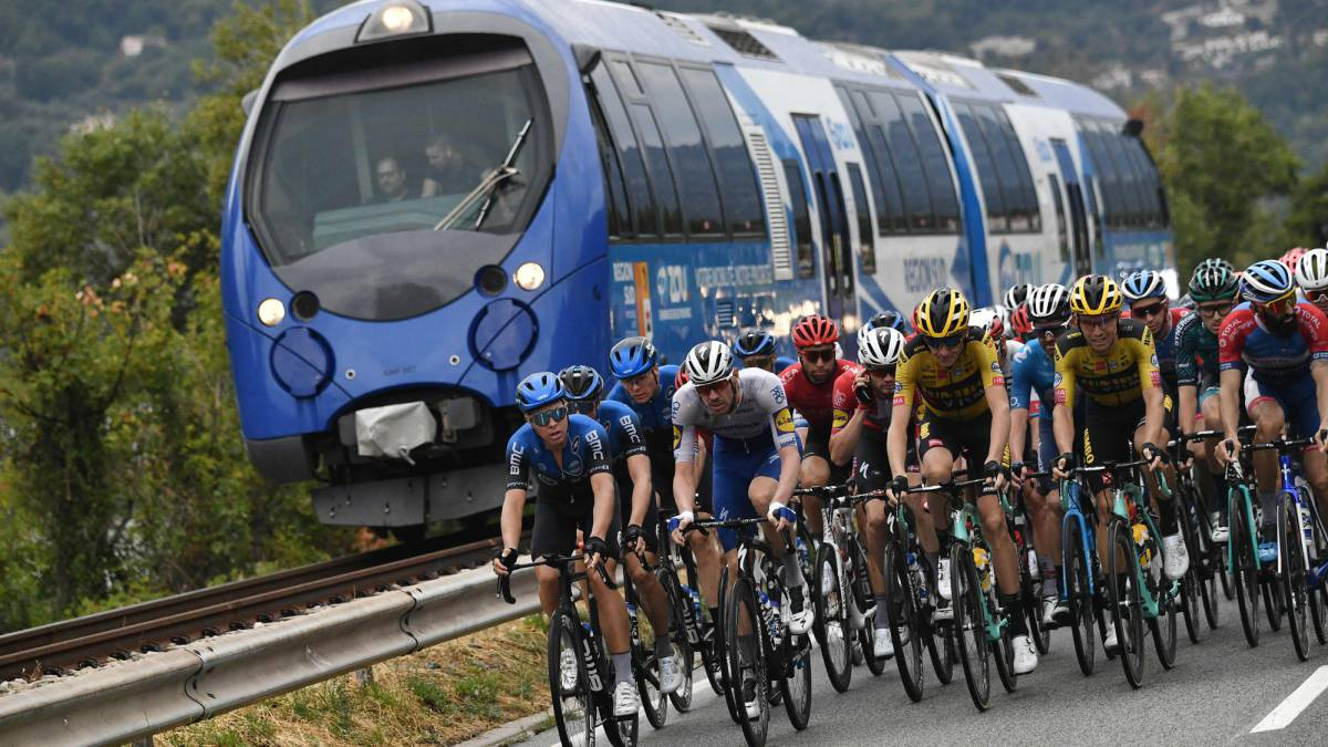 The-Tour-live:-the-teams-prepare-for-the-sprint