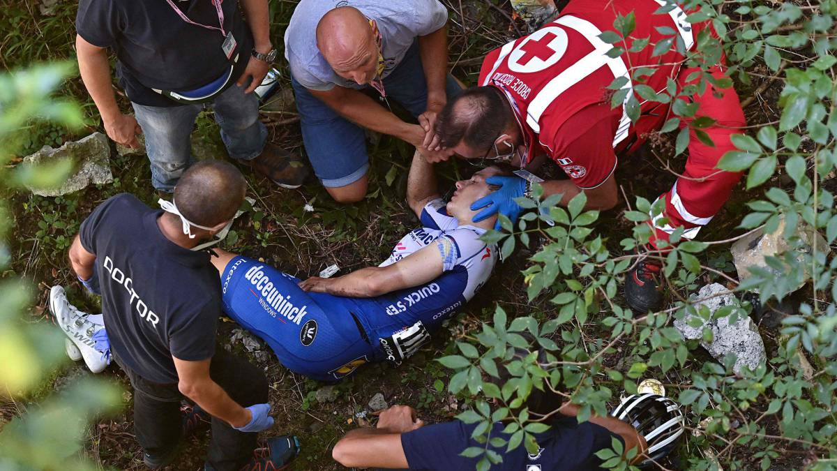 Evenepoel-cries-and-collapses-over-UCI-investigation