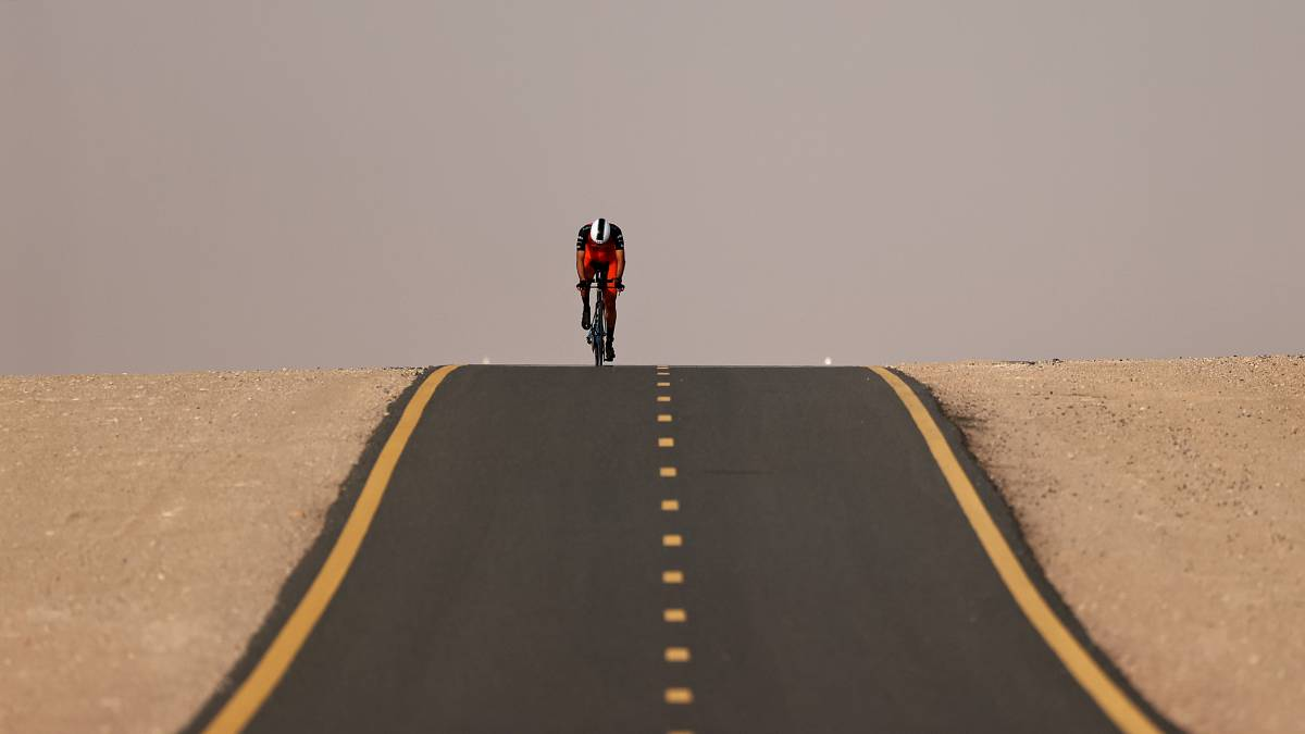 The-loneliness-of-the-time-trial-in-the-desert