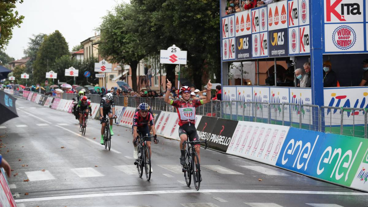 Colnaghi-wins-again-and-removes-Ropero's-pink-jersey