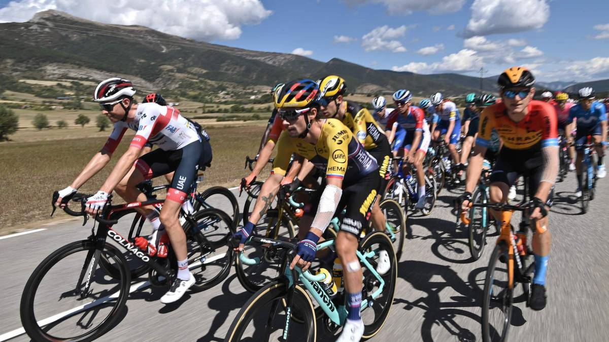 The-Tour-live:-the-peloton-on-the-way-to-the-last-level