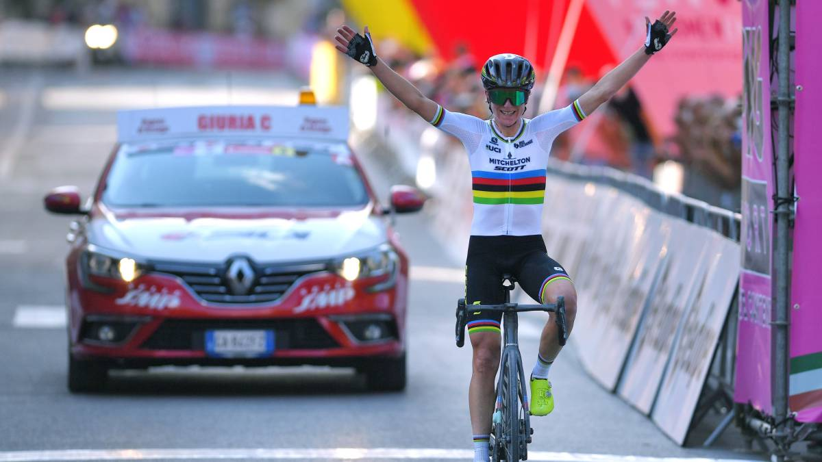 Van-Vleuten-exhibits-on-stage-2-and-is-already-leader-of-the-Giro-Rossa