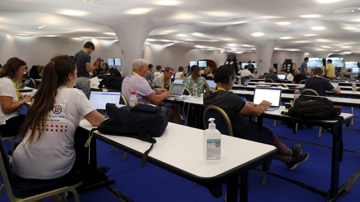 The-virus-reaches-the-press-room-of-the-Tour-de-France
