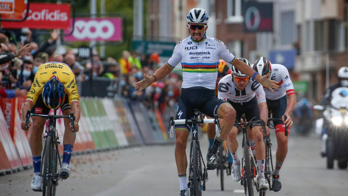 Roglic-is-crowned-in-Liège-due-to-a-historical-error-by-Alaphilippe