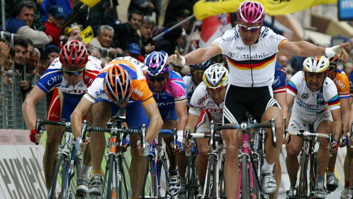 Alaphilippe-and-other-great-blunders-in-cycling-history