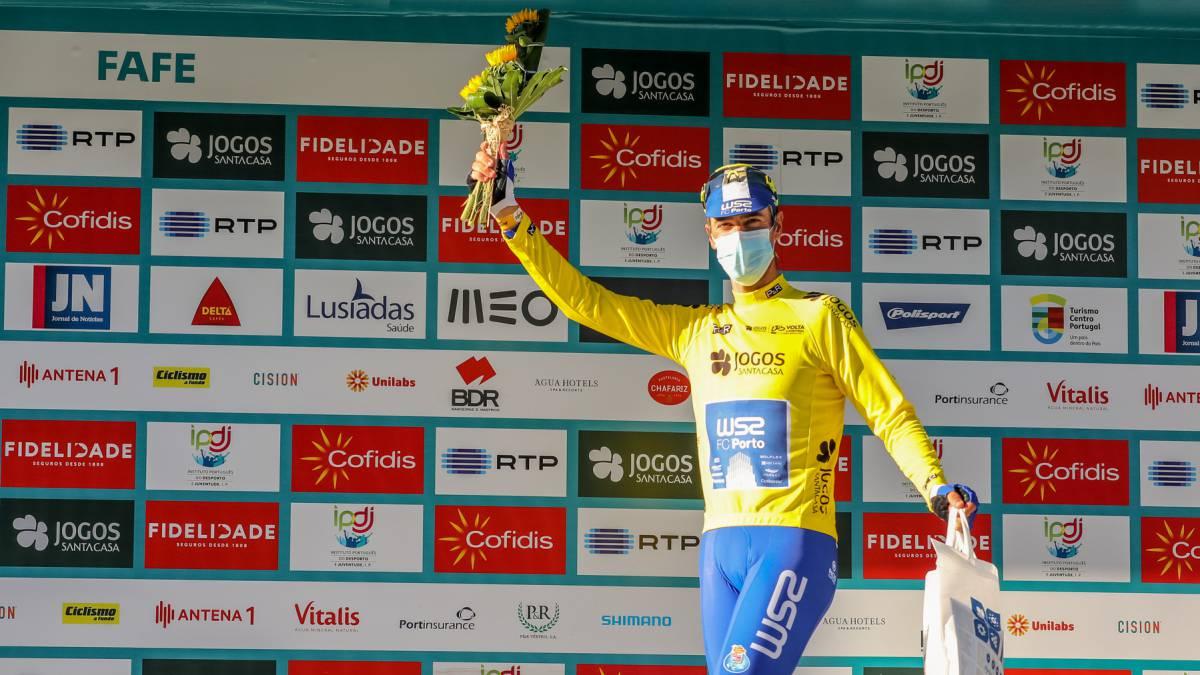 Gustavo-César-Veloso-shines-in-the-peloton-at-40