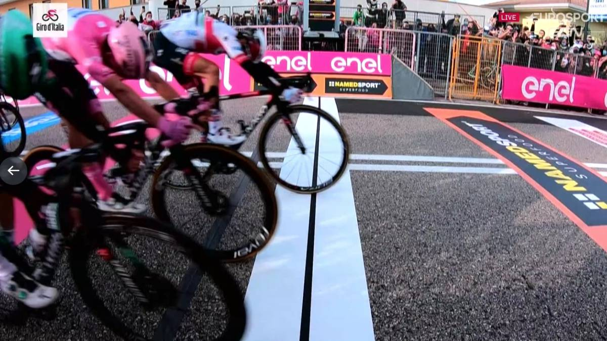 Ulissi-beats-Almeida-in-tight-sprint-without-Sagan