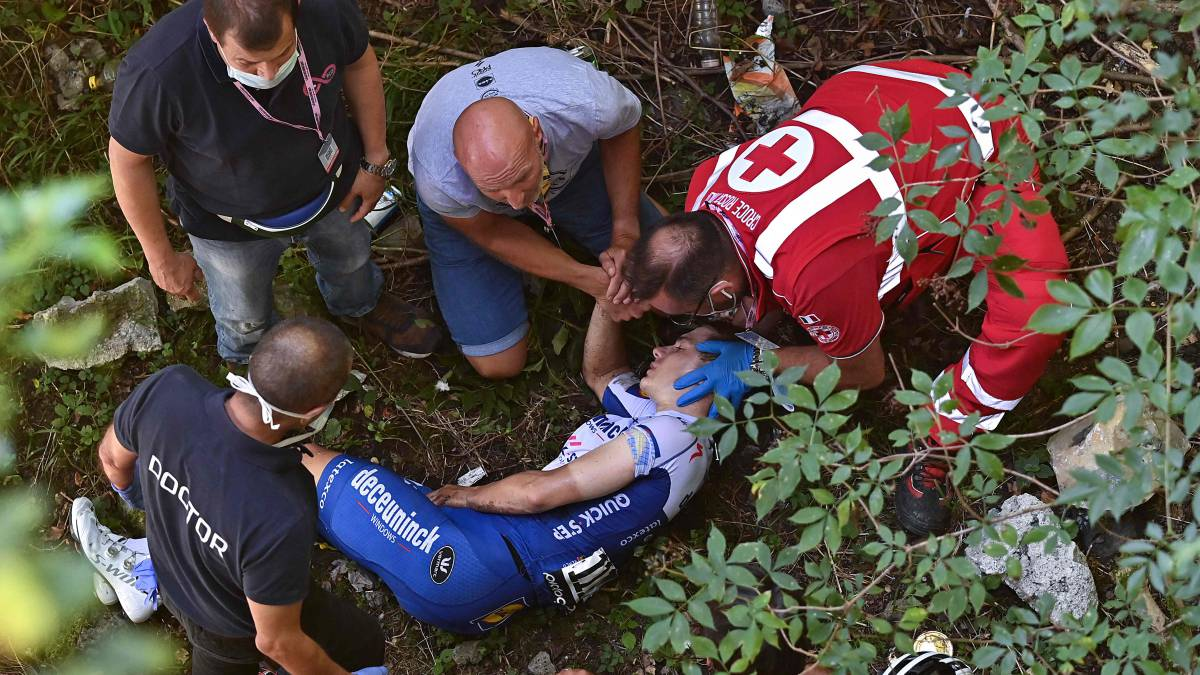 Evenepoel-had-no-doping-substances-in-his-jersey-after-his-fall-at-the-Giro-de-Lombardia