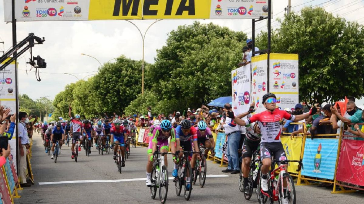 Malucelli-wins-the-first-stage-of-the-Vuelta-al-Táchira