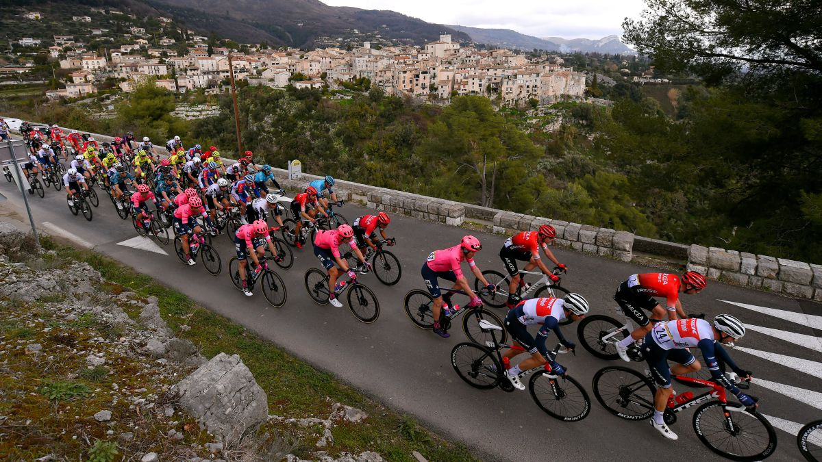 Mollema-is-the-first-leader-after-conquering-the-top-of-Gourdon