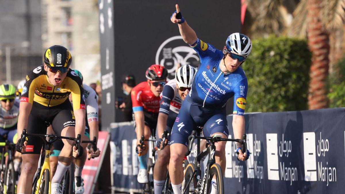 Bennett-beats-Dekker-and-Ewan-in-first-big-sprint-of-the-year