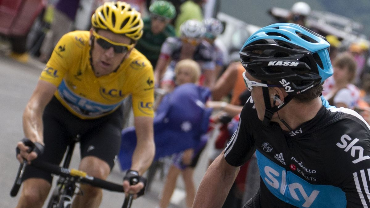 Bradley-Wiggins-gets-wet-on-Froome's-Tour-options