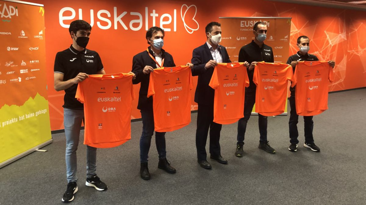 Euskaltel-presents-its-team-for-the-Tour-of-the-Basque-Country