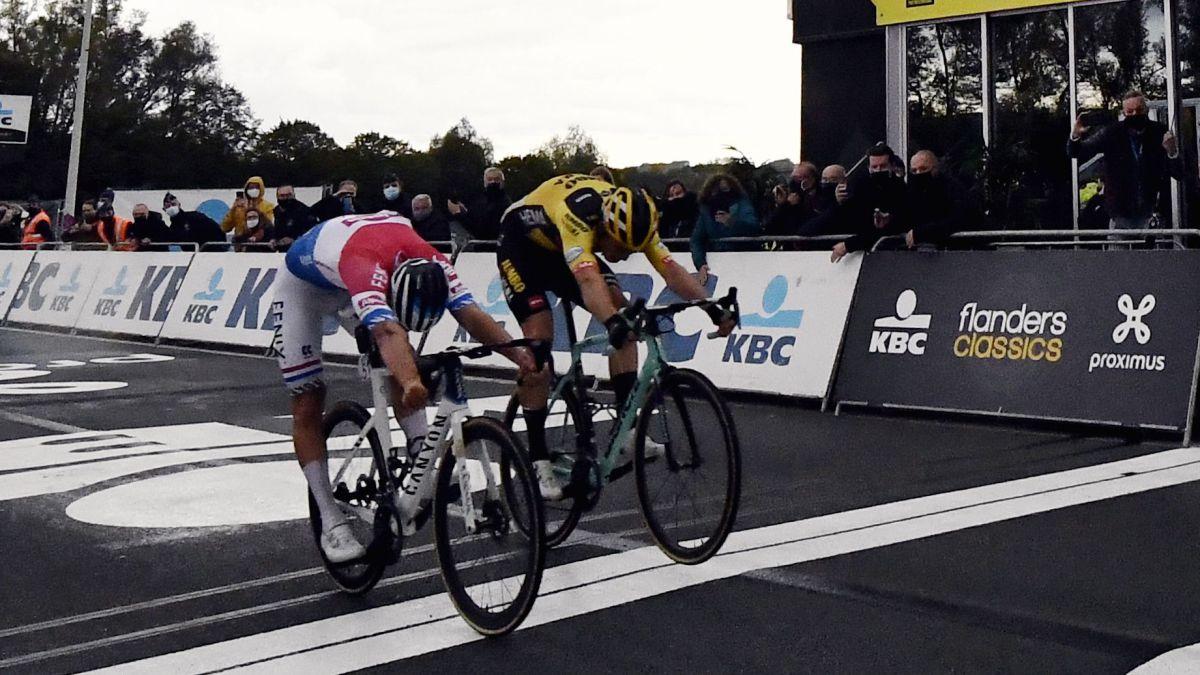 Van-der-Poel-and-Van-Aert-separate-their-paths-after-Flanders