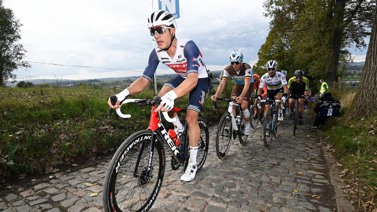 Tour-of-Flanders-live:-escape-from-the-race-with-five-cyclists