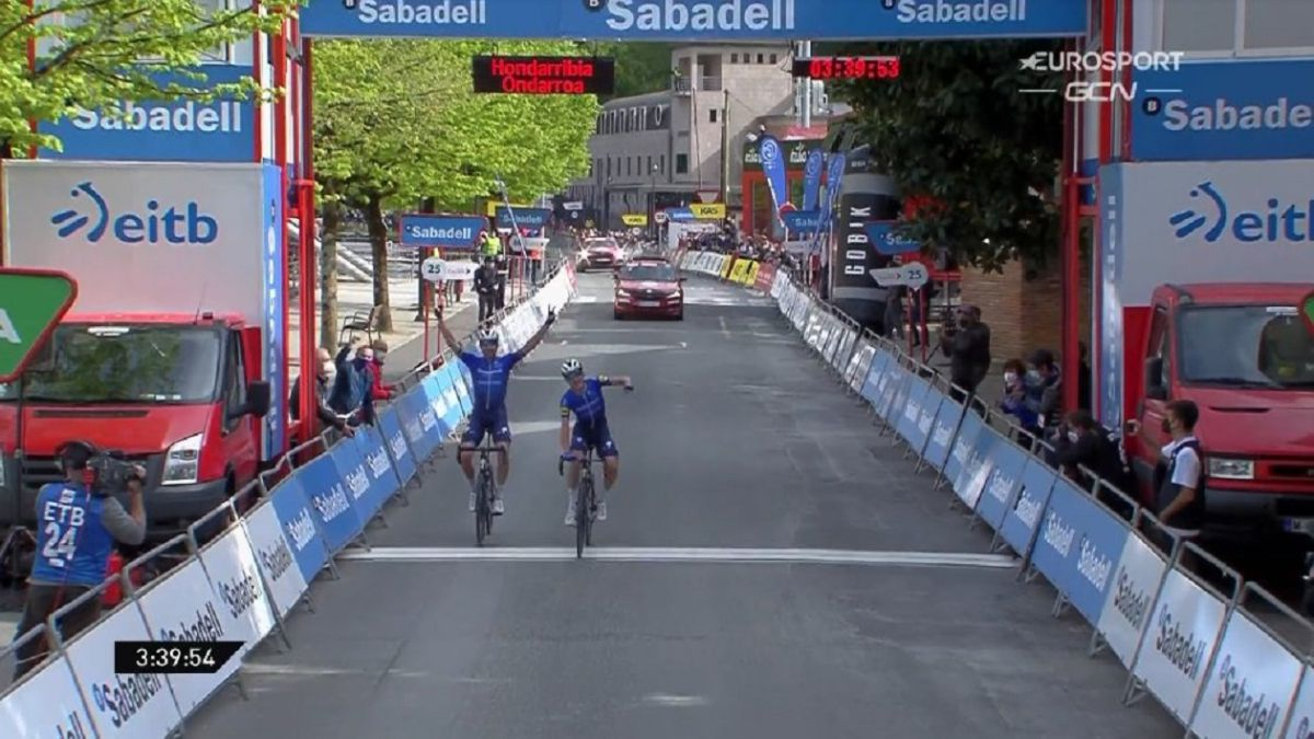 The-Deceuninck-goes-out:-Honoré-shines-with-his-partner-Cerny
