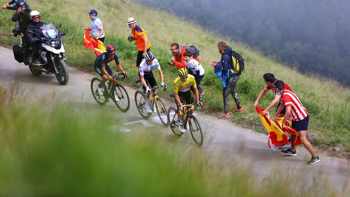 "Carapaz-already-steps-on-the-virtual-podium:-""The-Tour-is-like-a-marathon"""