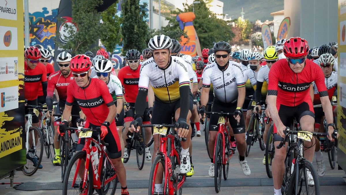 A-thousand-runners-and-a-lot-of-nostalgia-on-the-La-Induráin-bike-tour