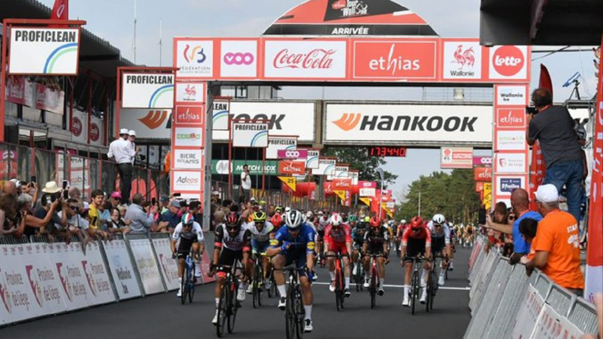 Jakobsen-wins-the-first-sprint-since-his-accident-in-Wallonia