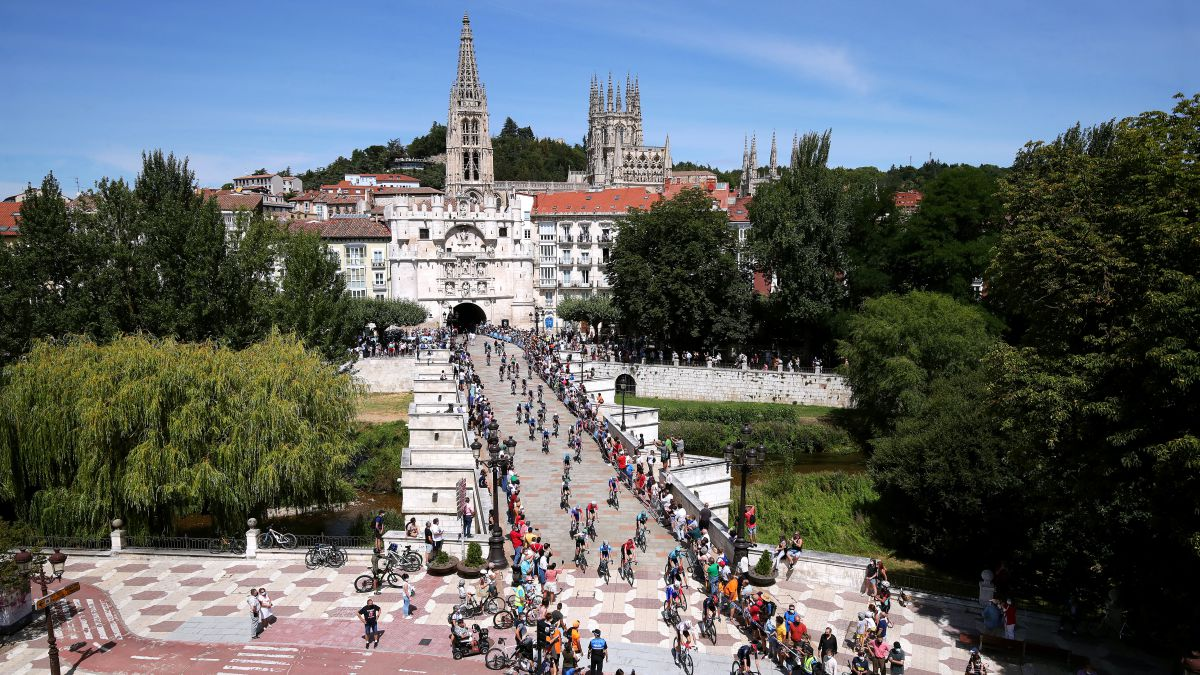 The-Tour-of-Burgos-starts-at-the-Cathedral