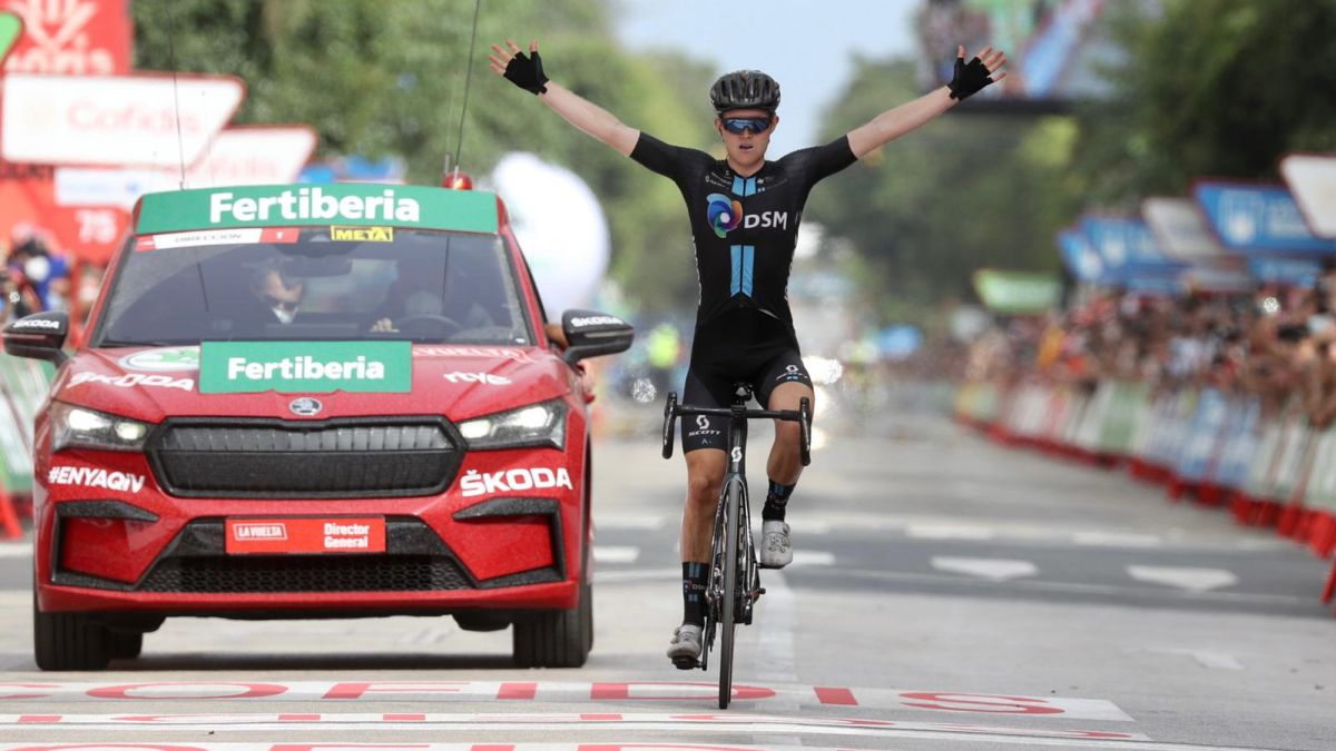 Roglic-gives-away-the-red-jersey-but-the-type-is-played-for-La-Vuelta