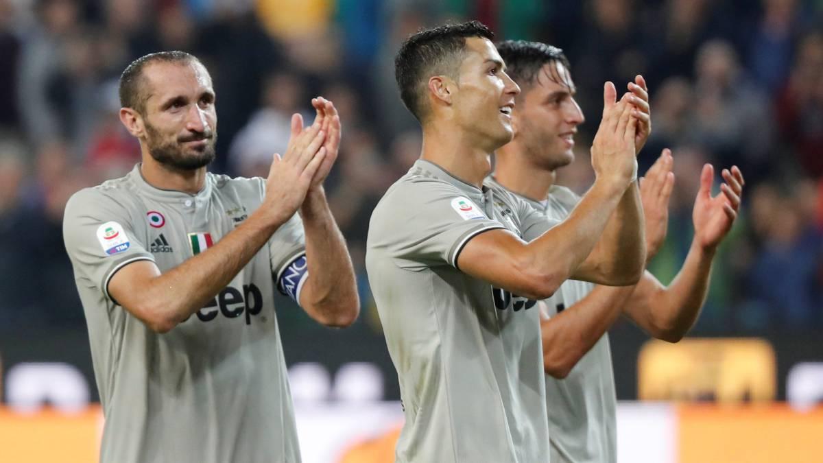 Juventus ganó 2-0 ante Udinese con goles de Cristiano Ronaldo y Bentancur.  Juan 450ea593d1d11