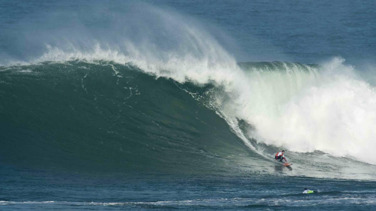 Surf Todo listo en Santander para las olas grandes de La Vaca Gigante -  AS.com 90b288bd858