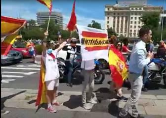 Manifestantes boicotean un directo de TVE e insultan al periodista