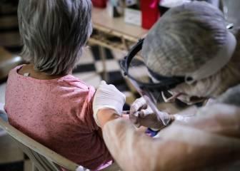 China inicia los ensayos clínicos de dos vacunas contra el coronavirus