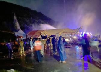 Un avión con 185 pasajeros se sale de la pista en Calcuta y acaba partido en dos