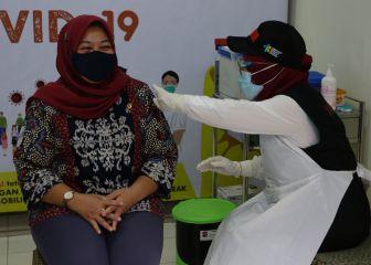 ¿Por qué Indonesia da prioridad a los jóvenes en la vacunación?
