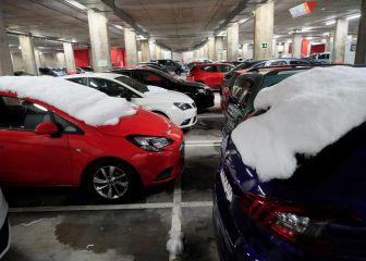 Por qué no debes quitar el hielo del coche usando la calefacción