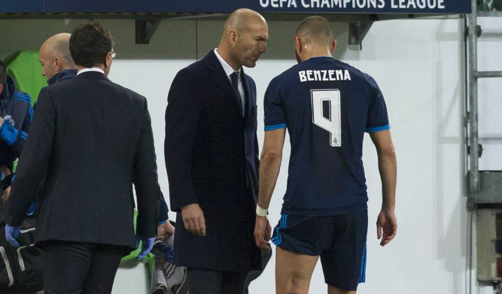 Champions league karim benzema limped out of real madrid for Championship league table 99 00