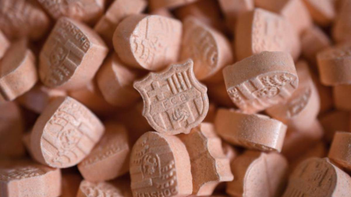 hundreds of barcelona badge ecstasy pills seized by german police