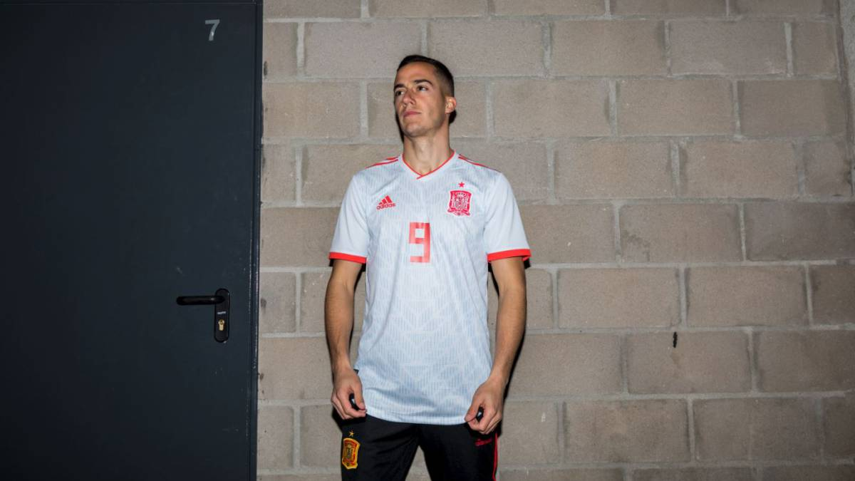 cd28f29dceb Spain unveil new Russia 2018 World Cup away kit - AS.com