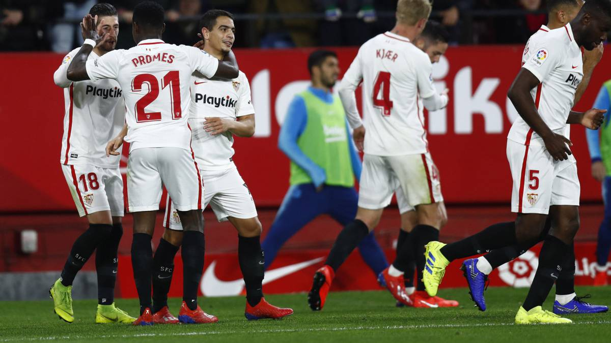 45d1d3137f0 Sparkling Sevilla too much for Messi-less Barcelona - AS.com