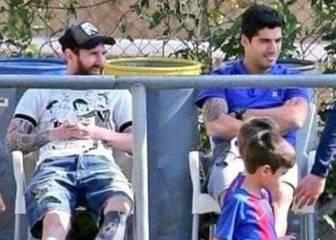 Una foto de Messi y Luis Suárez se hace viral como ejemplo para padres en el fútbol base